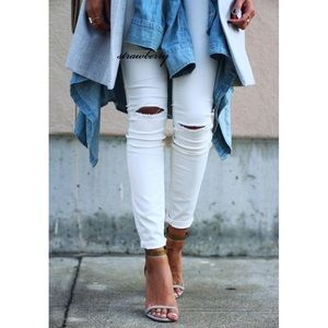 topshop // moto jamie white ripped jeans